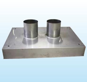Schornsteinkopfeinfassung Rauchrohröffnung eckig mit Stutzen aus Kupfer, T = 875 mm