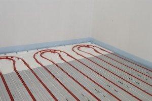 Fussbodenheizung im Trockenbausystem TBS (Systemelemente | Rohr | Wärmeleitlamellen)