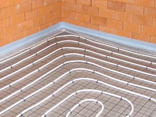 Fußbodenheizung Tackersystem mit Faltplatte und Heizrohr