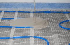 Fußbodenheizung im Dünnbettsystem Verlegung mit Fließbettmörtel