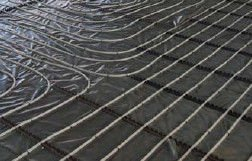 Fußbodenheizung Industrieflächenheizung - verlegte Fläche mit Rohr