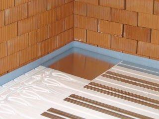 Fußbodenheizung im Trockenbausystem - Eckansicht mit verlegten Systemelementen